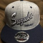 推しメンの名前をCAPに3D刺繍「SUZUKA」