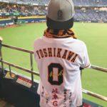 読売ジャイアンツ 吉川尚輝選手 ホームユニフォームに応援歌の刺繍